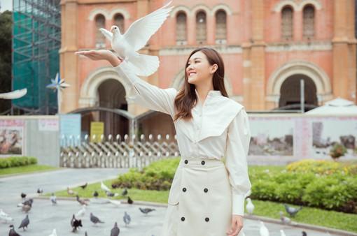 Tường San tung bộ ảnh giới thiệu tại Miss International 2019