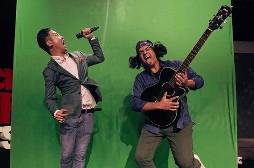 Host Michael Lưu và Jayden Trịnh quậy tưng bừng IFO số 8