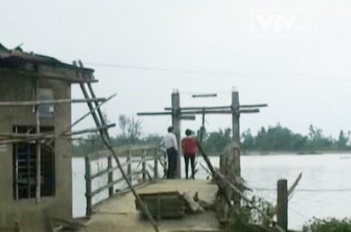 Huy động tàu thuyền giúp người dân bán đảo Bình Lập (Khánh Hòa)