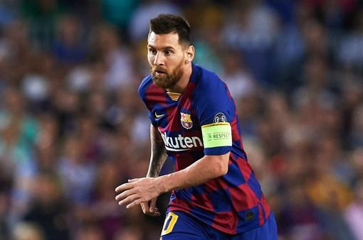 """Messi """"phả hơi nóng"""" vào lưng kình địch trong cuộc đua Vua phá lưới La Liga 2019/20"""