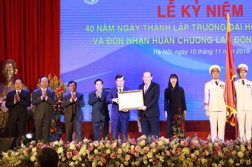 Đại học Luật Hà Nội đón nhận Huân chương Lao động hạng Nhất lần thứ 2