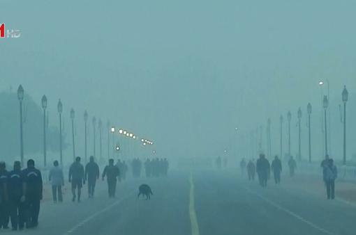 """Người dân thủ đô Ấn Độ bắt đầu tuần mới trong """"khói bụi cay mắt"""""""