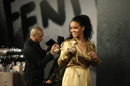 Rihanna cần lấy lại cân bằng