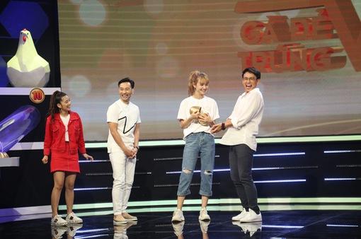 """Gà đẻ trứng vàng - Tập 1: S.T Sơn Thạch ngầm ám chỉ MC Quang Bảo """"bóng"""""""