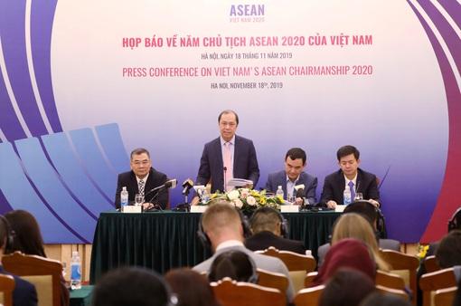 """Việt Nam chọn Chủ đề """"Gắn kết và Chủ động thích ứng"""" cho năm Chủ tịch ASEAN 2020"""
