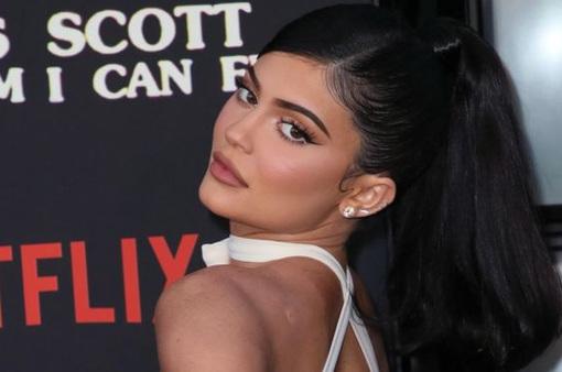 """Kylie Jenner """"cá kiếm"""" 600 triệu USD từ việc bán cổ phần công ty"""