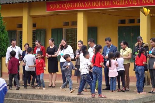 Lễ kỷ niệm ngày Nhà giáo Việt Nam đặc biệt tại trường tiểu học Cúc Đường (Thái Nguyên)