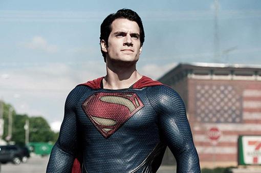 Henry Cavill khẳng định chưa từ bỏ vai diễn Superman