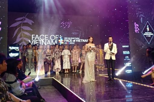 Bộ 3 MC làm sáng rực sân khấu Face of Việt Nam