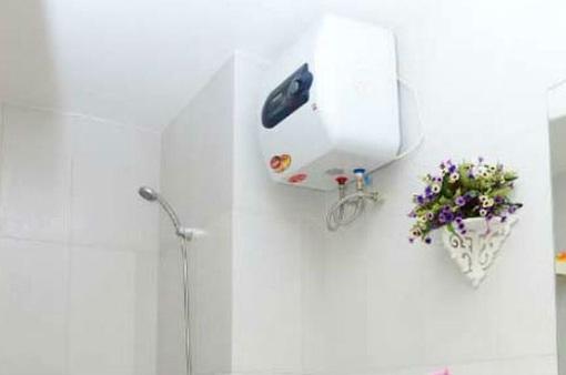 Không ngắt điện bình nóng lạnh, liệu có bị giật khi đang tắm?