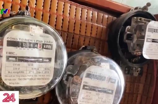"""Vào lò """"tân trang"""" công tơ điện cũ"""