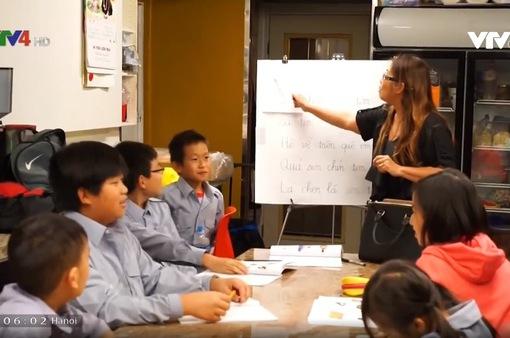 Những người thầy thầm lặng truyền tình yêu tiếng Việt