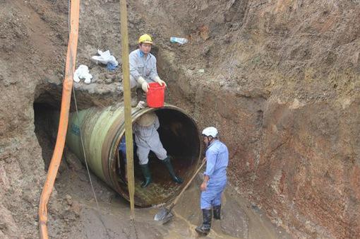 Vỡ đường ống nước sông Đà