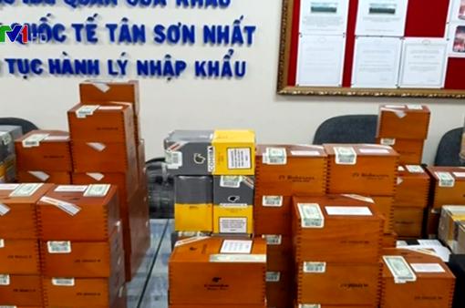 Hải quan Tân Sơn Nhất thu giữ gần 2.500 điếu xì gà nhập lậu
