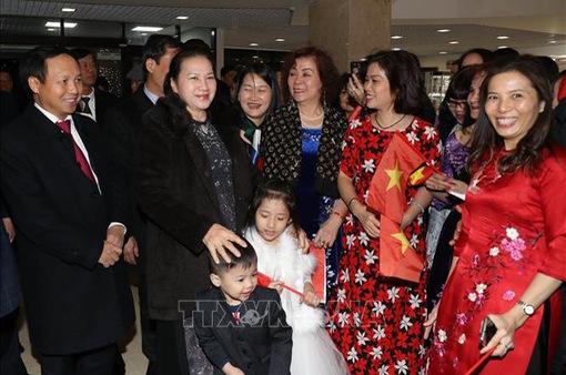 Tạo điều kiện để cộng đồng người Việt ở nước ngoài ổn định cuộc sống