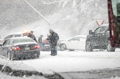 Đâm xe liên hoàn do bão tuyết ở Mỹ