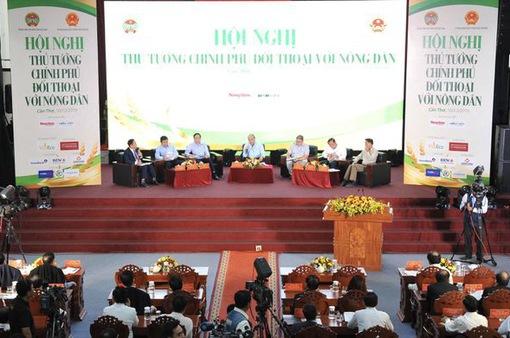 Thủ tướng đối thoại với nông dân để tháo gỡ khó khăn vướng mắc cho đầu ra nông sản Việt