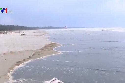 Nước biển Quảng Ngãi đổi màu cà phê: Nồng độ pH vượt mức cho phép