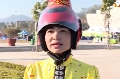 Trao tặng 5.000 mũ bảo hiểm tằng cẩu cho phụ nữ dân tộc Thái