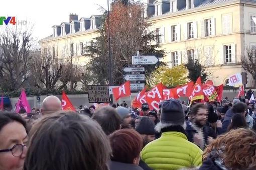 Biểu tình tại Pháp khiến đời sống kiều bào bị ảnh hưởng