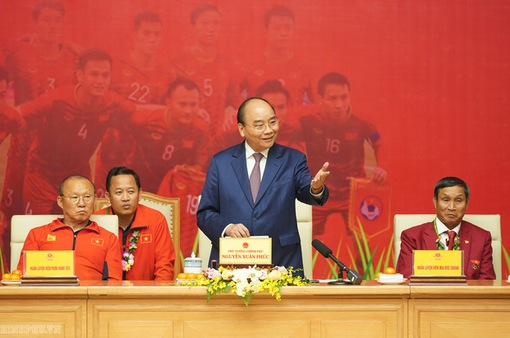 Thủ tướng chúc mừng hai đội tuyển bóng đá Việt Nam