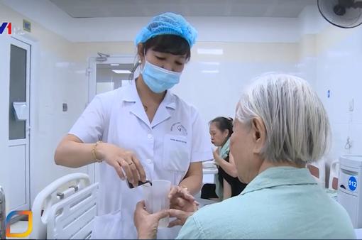 Nhiều người bệnh lựa chọn điều trị tại bệnh viện y học cổ truyền thay cho tây y