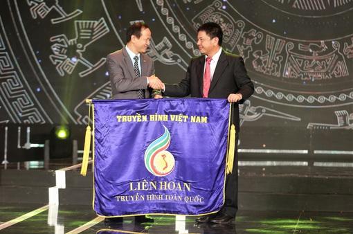 Đang GLTT với đại diện đơn vị đăng cai tổ chức LHTHTQ lần thứ 40