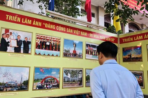 """Khai mạc triển lãm ảnh """"Đảng Cộng sản Việt Nam - 90 mùa Xuân lịch sử"""""""