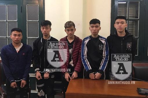 Hà Nội: Bắt 5 đối tượng cầm dao đi cướp tài sản ở Long Biên
