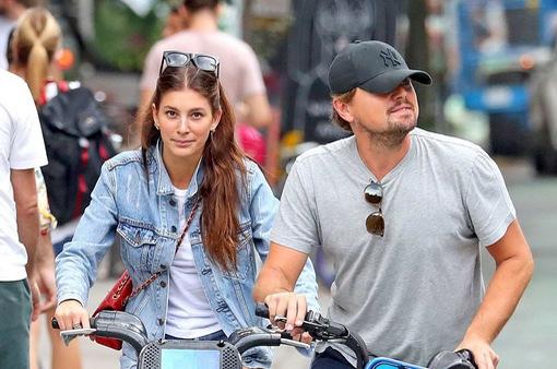 Người yêu kém 22 tuổi của Leonardo DiCaprio mệt mỏi vì bị soi mói
