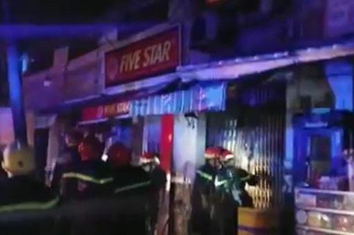 Cháy nhà ở quận 7, TP.HCM trong đêm, 3 người tử vong