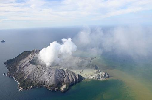 Núi lửa phun trào tại điểm du lịch nổi tiếng của New Zealand