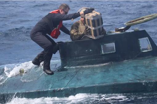 Peru bắt tàu ngầm chở 2 tấn ma túy