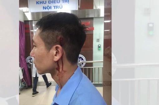 Hà Nội: Va chạm giao thông, tài xế taxi dùng hung khí đánh người