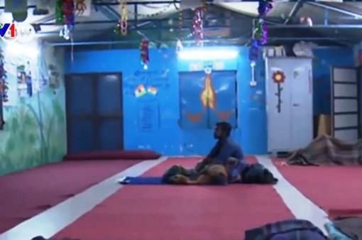 Nỗi sợ nhà tạm trú của người vô gia cư Ấn Độ