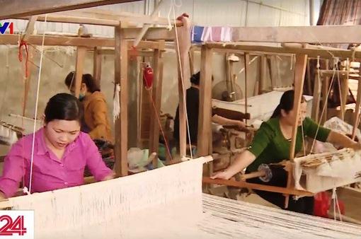 Xưởng may nhân ái của người phụ nữ dân tộc Thái