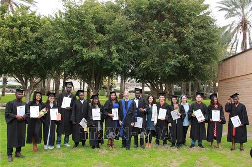 Israel trao bằng thạc sĩ nông nghiệp cho các sinh viên Việt Nam