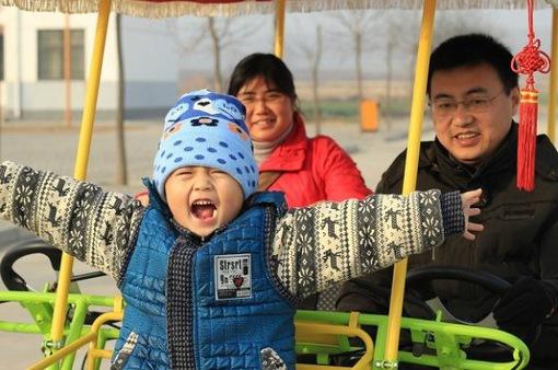 Trung Quốc: Phụ huynh chi bộn tiền xét nghiệm gene cho con