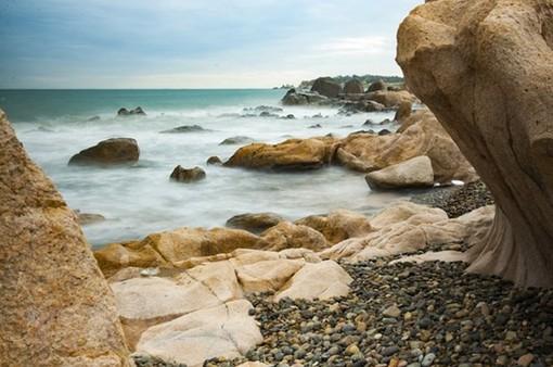 Khôi phục hiện trạng ban đầu cho thắng cảnh bãi đá 7 màu tại Bình Thuận