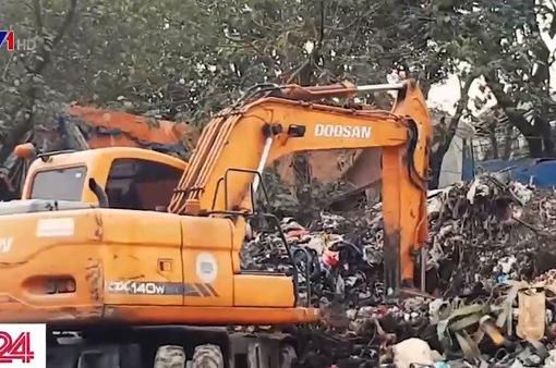 Người dân bức xúc vì điểm tập kết rác thải trái phép