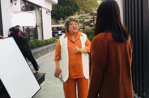 """NSƯT Minh Vượng khác lạ với tạo hình bà nội trong phim mới """"Nàng dâu order"""""""
