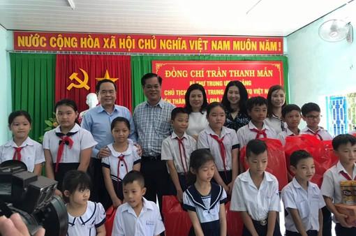 Mang nguồn dinh dưỡng đến với học sinh nghèo vùng Duyên Hải Nam Trung bộ