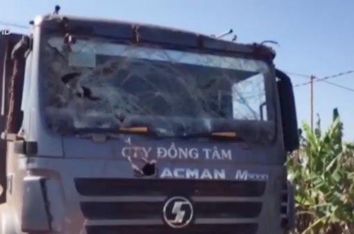 Xe ben đâm vào nhà dân, 2 người thiệt mạng
