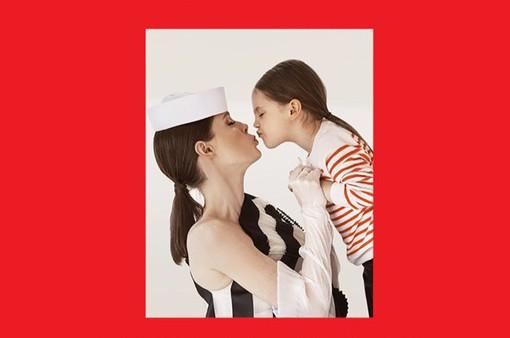 """Chụp ảnh chung với con gái, Coco Rocha khiến nhiều phụ nữ """"phát hờn"""""""