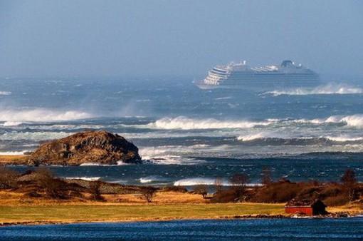 Tàu Viking Sky đã được đưa vào bờ an toàn