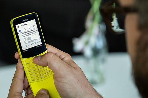 """WhatsApp chính thức có mặt trên """"quả chuối"""" Nokia 8110"""