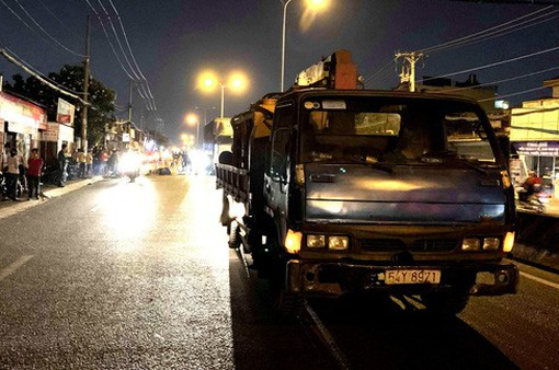 TP.HCM: Nam thanh niên bị xe tải cán chết trên quốc lộ
