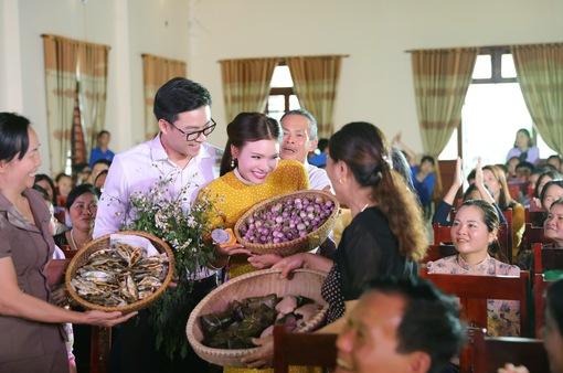 500 người dân đóng MV của Phạm Phương Thảo về quê hương Nghi Lộc