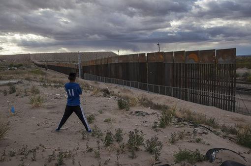 Tổng thống Mỹ đe dọa đóng cửa biên giới với Mexico