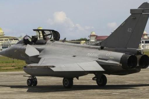 7 chiến đấu cơ của Pháp hạ cánh khẩn cấp ở Indonesia